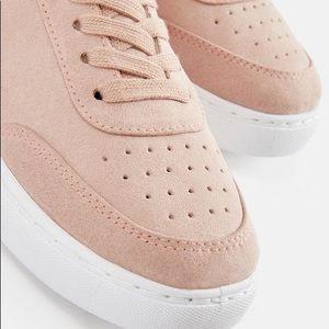 NWT Elra JUSTFAB sneakers